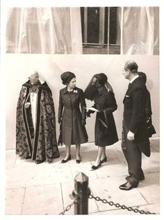 Queen Elizabeth II and Prince Phillip with a mourning Wallis Simpson at David´s funeral, 1972.