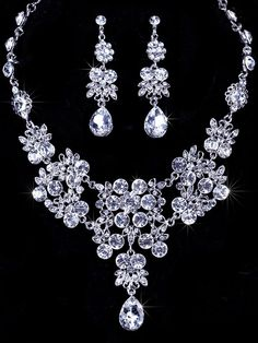 Shining Alloy With Austria Rhinestones Wedding Bridal Jewelry Set,Including Necklace And Earrings   (QS000388 )