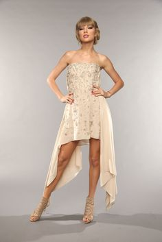 Taylor Swift showed off her red hot and sexy legs by wearing her ivory white strapless dress.