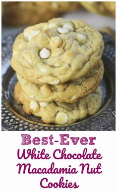 Best-Ever White Chocolate Macadamia Nut Cookies - These cookies are thick, soft, and buttery and chewy, exactly what you want right? It's heaven when you get that taste of sweet white chocolate and a bit of salty macadamia nuts. White Chocolate Macadamia Cookies, Macadamia Nut Cookies, White Chocolate Chips, Chocolate Chocolate, Macadamia Nut Recipes, White Chocolate Cookie Recipes, White Choc Chip Cookies, Brown Sugar Cookies, Healthy Chocolate