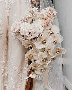 Orchids – Home Decor Gardening Flowers Orchid Bridal Bouquets, White Orchid Bouquet, White Orchids, Bride Bouquets, Bridal Flowers, Estilo Tropical, Wedding Welcome, Floral Wedding, Floral Arrangements