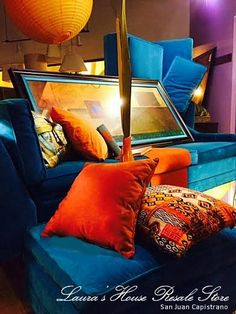 Mid Century Mod window display - using second-hand items doesn't mean your displays have to be second-rate! Design by Debi Ward Kennedy & Debby Hudspeth