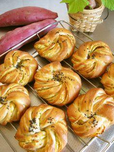 この食感!旨ふわもっちり*お芋パン [Sweet Potato Bread with Sweet Potato Paste Filling]