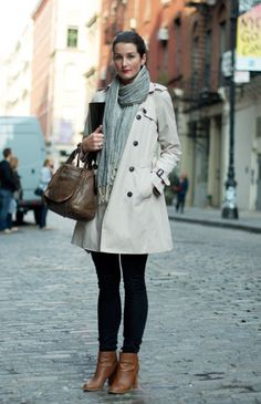 classic winter wardrobe essentials like a trenchcoat, heavy scarf, and pair of leather ankle boots. Zara coat, Madewell jeans, J. Street Chic, Street Style, Latest Fashion Design, Fashion Trends, Winter Wardrobe Essentials, Europe Fashion, Estilo Fashion, Work Looks, Autumn Winter Fashion