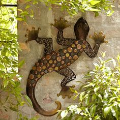 Gecko Wall Decoration - From Lakeland Tile Projects, Diy Garden Projects, Outdoor Metal Wall Art, Slab Ceramics, Garden Mural, Clay Wall Art, Pottery Animals, Hand Built Pottery, Outdoor Crafts