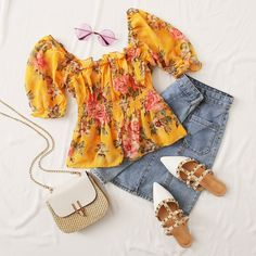 To find out about the Floral Print Frill Trim Peplum Top at SHEIN, part of our latest Blouses ready to shop online today! Teen Fashion Outfits, Young Fashion, Casual Fall Outfits, Cute Summer Outfits, Pretty Outfits, Girl Outfits, Cute Outfits, Fashion Women, Foto Casual