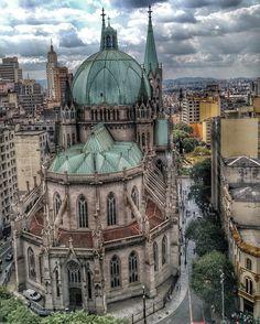 """1,473 curtidas, 19 comentários - Projeto São Paulo City (@saopaulocity) no Instagram: """"A Catedral da Sé, localizada no marco zero de São Paulo, é um símbolo da cidade, tanto por sua…"""""""