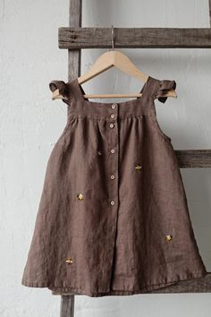Linen Baby Dress Chocolate Brown Dress Bees Embroidery | Etsy Kids Dress Wear, Little Girl Dresses, Flower Girl Dresses, Vintage Girls Dresses, Baby Dresses, Dress Girl, Lovely Dresses, Summer Dresses, Baby Girl Fashion