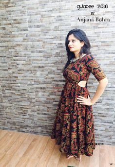 Different types of kurtis designs - Simple Craft Ideas Mehndi, Henna, Trendy Dresses, Simple Dresses, Beautiful Dresses, Dress Neck Designs, Blouse Designs, Kurta Designs Women, Churidar Designs
