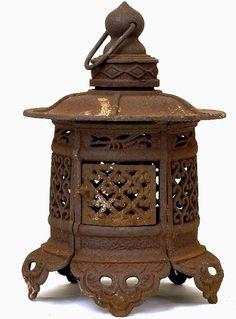 Cast Iron Japanese Lanterns | 1185: Old Japanese Cast Iron Pagoda Lantern Garden Lamp : Lot 1185