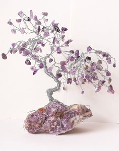 Take your home decor game up a notch with this healing gemstone tree that will light up any nook and corner of your house. Use it as a table center piece, as a housewarming gift or for your home decor. Wire Jewelry, Wire Earrings, Beaded Jewelry, Handmade Jewelry, Wire Tree Sculpture, Crystal Tree, Wire Trees, Celtic Designs, Wire Crafts