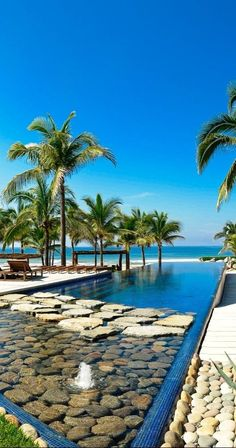 This infinity pool overlooks the Pacific Ocean. I pinned this for the rocks in the water, great idea !