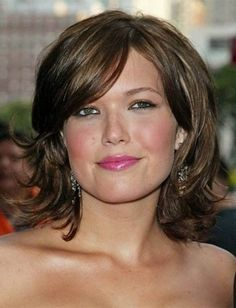 Fat Face Double Chin Hairstyles For Women Pictures, razored bob, wavy bob, pixie bob and bouffant hairstyle for women with fat, chubby faces and double chin