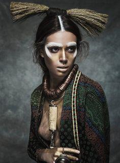 Nuria Nieva por Jesus Alonso para Elle Romênia Agosto 2014 [Editorial]