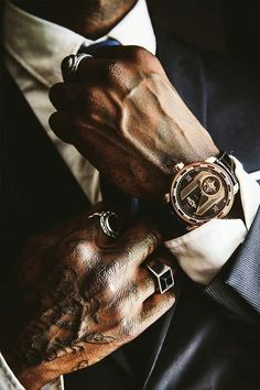 Dica para homens: anel masculino - Reality Worlds Tactical Gear Dark Art Relationship Goals Mode Masculine, Mafia, Men's Watches, Watches For Men, Nice Watches, Piercing Implant, Ootd Men, Audemars Piguet, Gentleman Style