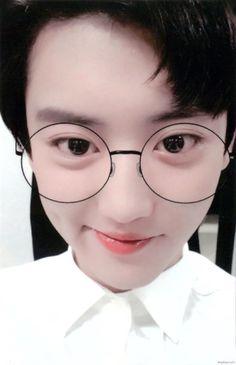 This cute pic that i just fall in love with it Sehun, Chanyeol Cute, Park Chanyeol Exo, Kpop Exo, Kokobop Exo, Exo 12, Do Kyung Soo, Exo Members, Chanbaek