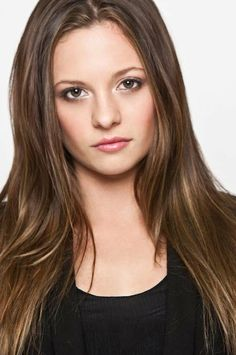 I can't believe this is Mackenzie Rosman, the LITTLE girl who played Ruthie Camden on 7th Heaven! She sure looks great!