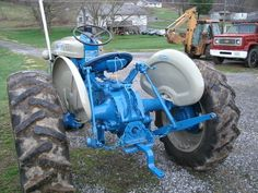 i bought a nice 1964 ford 4000 gasser. its a trisickle row crop type, it don't have stabilizer bars with it and i need to know what type it takes for Antique Tractors, Vintage Tractors, 8n Ford Tractor, Tractor Pulling, 1964 Ford, Big Rig Trucks, Farm Life, Atv, Farming