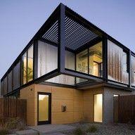 Casa unifamiliar con revestimiento exterior de fachada ventilada