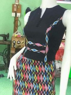 Traditional Dresses Designs, Traditional Fashion, Myanmar Dress Design, Burmese Girls, Myanmar Traditional Dress, Corset Pattern, Dress Sewing Patterns, Dress Collection, Designer Dresses