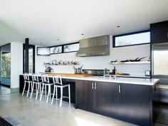 kitchen: highlight windows Burton Residence / Marmol Radziner