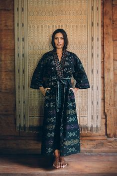 Beautifully handwoven cotton ikat made by skilled Balinese artisans. Featuring an adjustable inner tie, side seam pockets, three quarter sleeves, French seams and a detachable belt. Long Kimono, French Seam, Kimono Style, Balinese, Kimono Fashion, Ikat, Hand Weaving, Dressing, Sari