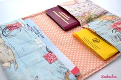 Auf zur Reise! Reiseetui mit Weltkarte und gepunkteten Innenstoff / travel case for passport and Co. by Emilinchen via DaWanda.com