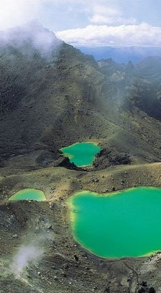 The fittingly named Emerald Lakes in Tongariro National Park, North Island, New Zealand