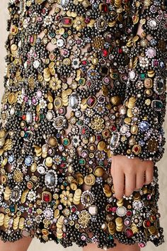 Alexander McQueen   Resort 2017 - welcome in the world of fashion