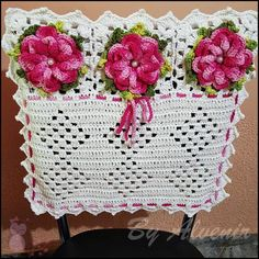 Capa para cadeira em crochê Crochet Dollies, Crochet Flowers, Crochet For Kids, Free Crochet, Cute Crafts, Diy And Crafts, Crochet Designs, Crochet Patterns, Crochet Kitchen