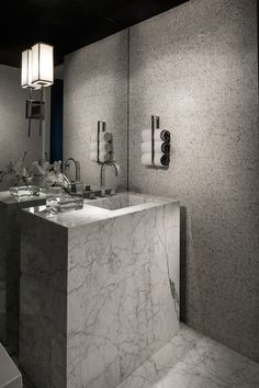 marble bathroom Mexico City Apartment - Marble Entry via Michael Dawkins Interios Minimal Bathroom, Modern Bathroom, Bathroom Toilets, Bathrooms, Bathroom Mirrors, Gray And White Bathroom, Bath Towel Sets, Bathroom Inspiration, Bathroom Ideas