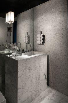 Love this modern, elegant bathroom by Michael Dawkins Home in Mexico city. So chic!