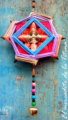 Mandala de 25 cm de diámetro realizado con totora Diwali Craft, Make A Wish, How To Make, Gods Eye, Art School, Folk Art, Dream Catcher, Tassels, Diy Crafts