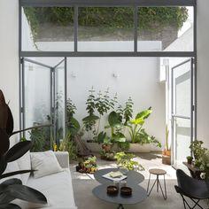 Interior Garden, Interior And Exterior, Interior Design, Framing Construction, Small Courtyards, Micro House, Small Patio, Bedroom Apartment, Home Renovation
