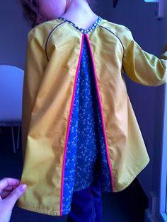 """Ascella, """"Grain de couture pour Enfants"""", Ivanne Soufflet. Rebords passepoilés du dos qui laisse découvrir le pli creux à la place de la fente du modèle original."""