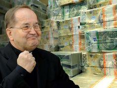 Setki tysięcy złotych z MSZ dla księdza Rydzyka