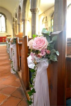 decorative pew ends ceremony decoration Church Wedding Decorations Aisle, Wedding Pews, Flower Bouquet Wedding, Floral Wedding, Home Wedding Inspiration, Pew Ends, Church Flowers, Deco Floral, Weddings