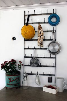 take off the pans - this is a good visual of what i want to make to hang 3D templates from