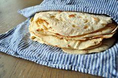 Hjemmelagde tortillalefser kan brukes til så mangt. Med litt godt fyll passer de like godt som turmat som til middag. Dutch Recipes, Gourmet Recipes, Mexican Food Recipes, Vegan Recipes, Ethnic Recipes, Vegan Food, Food N, Food And Drink, Bread Baking