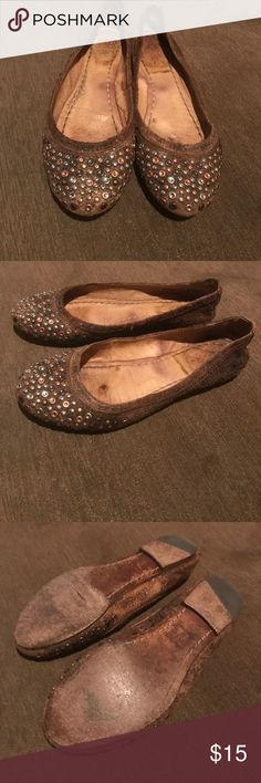 Frye Carson flat Frye Carson flat with a lot of wear shown in pics small crack on sole still wearable price reflects Shoes Flats & Loafers