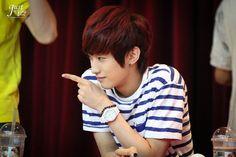 [120708] Jinyoung @ Yongsan Fansign [27]    Credits : justyou1118.com    Re-up : Aorishina @ FLYB1A4 / Tumblr