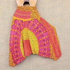 Visual alegre com padrões coloridos assim são nossas calças aladim.  Por R$6490  Conheça outras cores e modelos pelo nosso Whatsapp: 13982166299