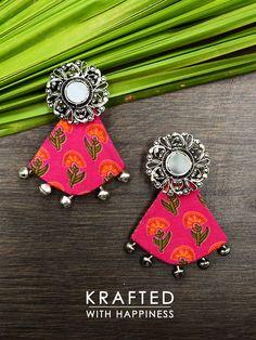 Diy Fabric Jewellery, Fabric Earrings, Thread Jewellery, Handmade Beaded Jewelry, Textile Jewelry, Handmade Jewelry Designs, Diy Jewelry Necklace, Jewelry Crafts, Thread Bangles Design