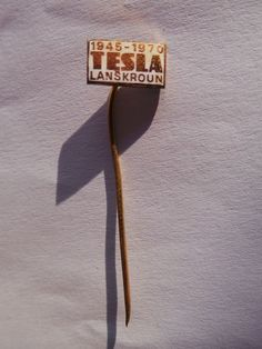 TESLA had a state-sponsored monopoly on electronics production in communist Czechoslovakia, and produced nearly all electronic products in the country up until A pretty Tesla advertising pin featuring the tesla logo. Tesla Logo, Pin Badges, 1970s, Symbols, Ebay, Icons