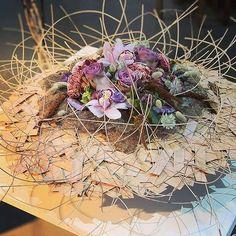 Table Arrangements, Flower Arrangements, Autum Flowers, Gregor Lersch, Contemporary Baskets, Dry Leaf, High Art, Flower Frame, Floral Design