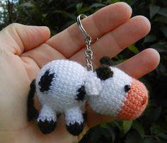 Hola!! ¿Cómo están?    Hoy vengo con otro amigurumi... Cumplió años Juan, el marido de mi amiga Julia. Me había olvidado de la fecha y a últ... Crochet Earrings, Husband, Crochet Animals, Bebe
