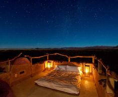 Little Kulala, Situation Sossusvlei, Namibia , Desert. Each kulala has a rooftop 'skybed' for romantic stargazing, African Interior, Relaxation Meditation, In And Out Movie, Out Of Africa, African Safari, African Animals, Beautiful Architecture, Best Location, Stargazing