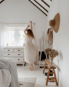 A minimalist year round capsule wardrobe Rose Williams, Jessica Rose, Fall Capsule Wardrobe, Comfy Dresses, Slow Living, Creative Portraits, Hanging Chair, Cool Style, Room Decor