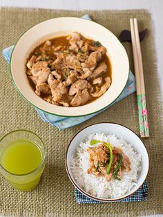 Spicy & Savoury Taucheo Pork with Rice 豆酱猪肉 Taucheo (豆酱, see photo on page 2) is soy bean paste which is popular ingredient in Chinese cooking, and a staple in my pantry. I love my mother's taucheo chilli sauce - a simple recipe made of only 3 ingredients namely taucheo, chilli padi