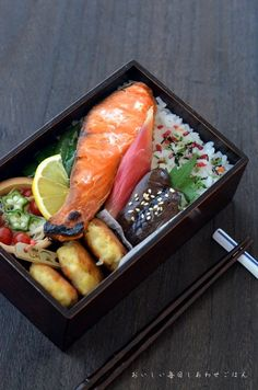 Japanese lunch of dream Japanese Food Sushi, Japanese Lunch Box, Bento Box Traditional, Bento Box Lunch, Cute Food, Food Presentation, My Favorite Food, Asian Recipes, Oriental
